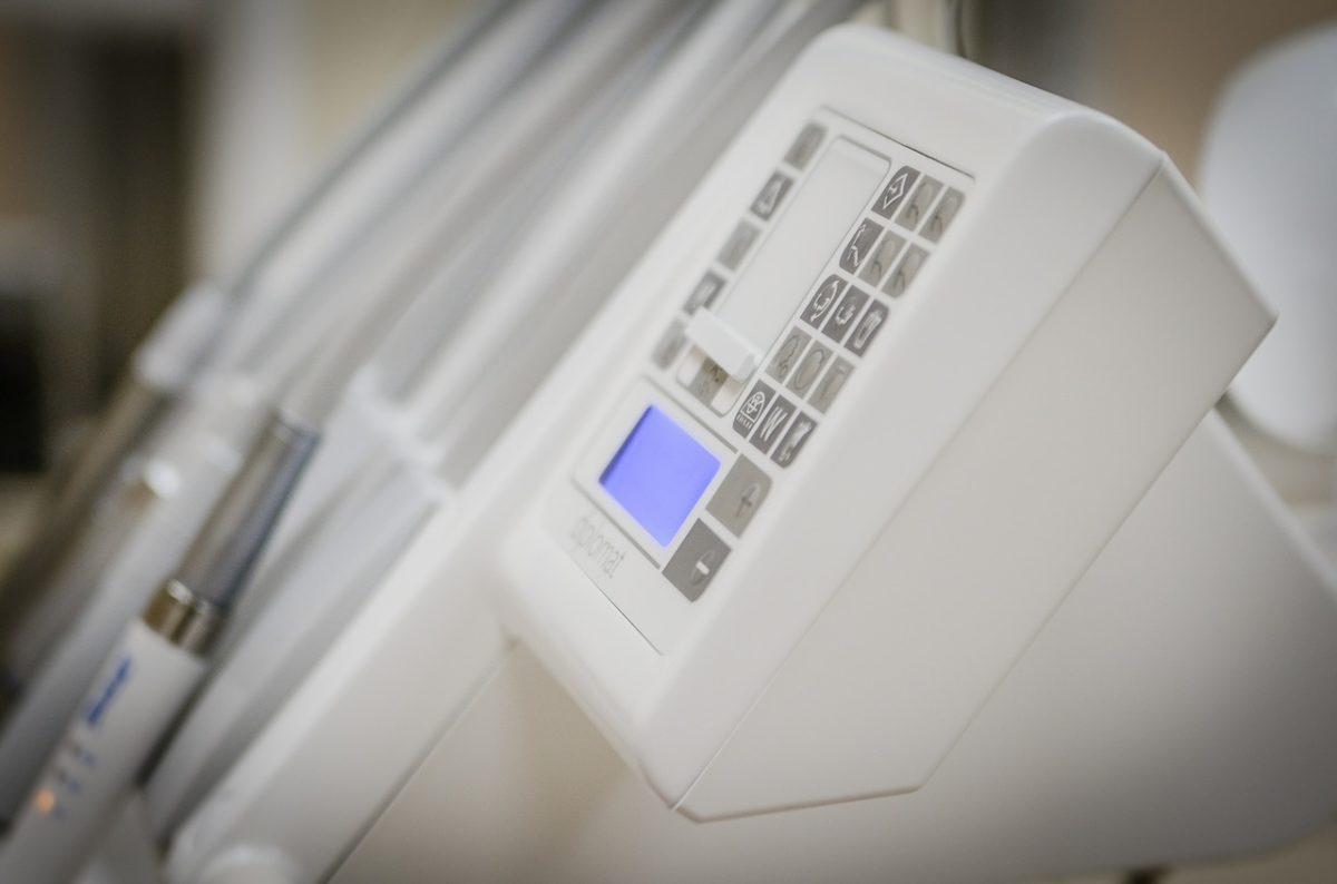 Obecna technologia używana w salonach stomatologii estetycznej być może sprawić, że odbierzemy piękny uśmieszek.